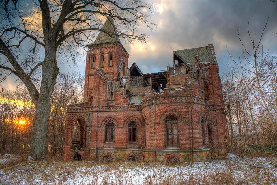 Abandoned forgotten homes of the hudson valley for for Abandoned mansions in new york for sale